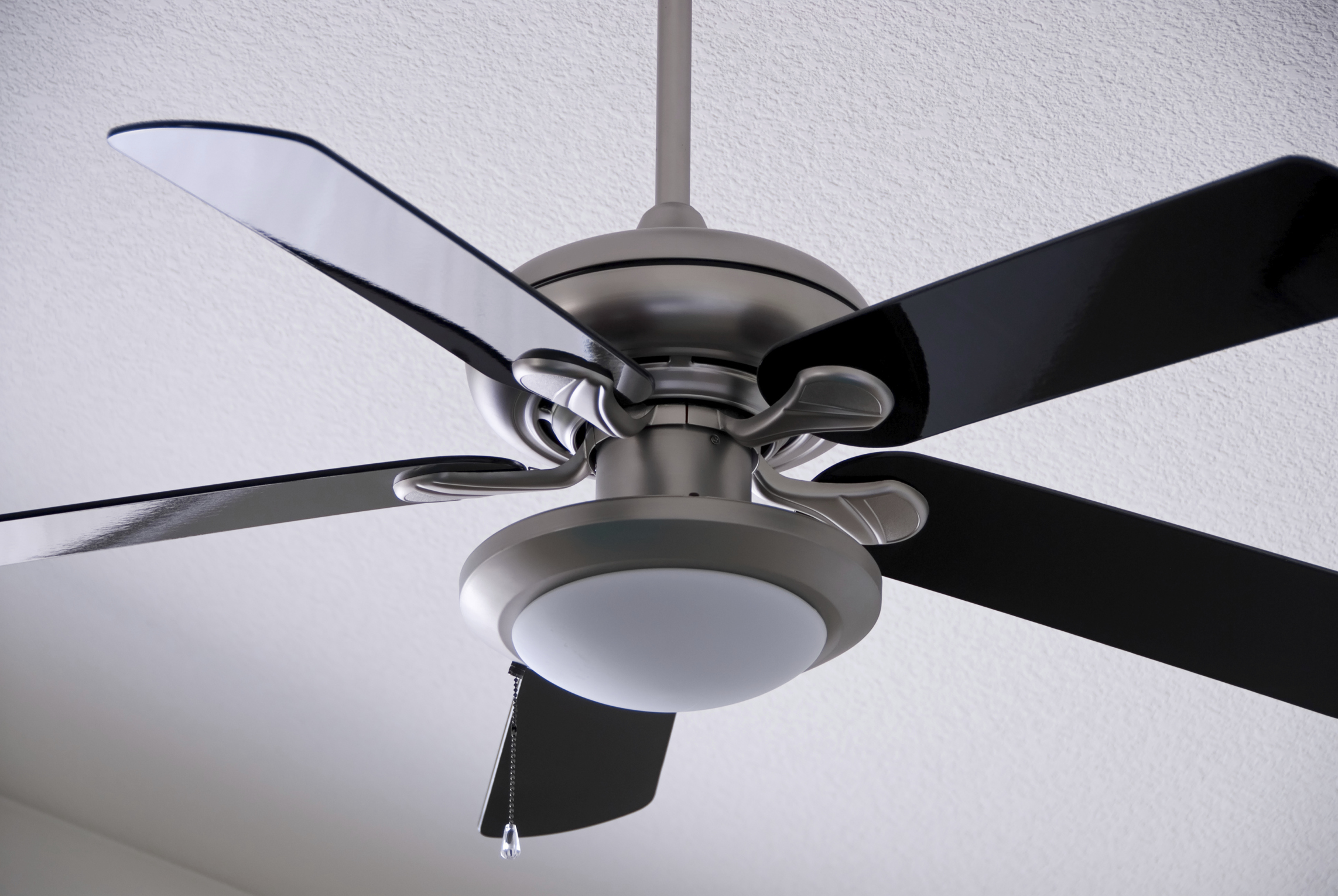 the importance of ceiling fan direction. Black Bedroom Furniture Sets. Home Design Ideas